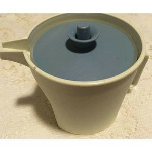 Tupperware #1414 Creamer Keeper With Blue Push